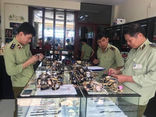 Chấn động: Hơn 3.000 chiếc đồng hồ nhái thương hiệu Rolex, Patek Philippe...bị tịch thu - 4