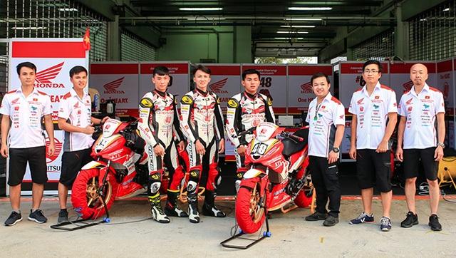 Diện kiến đội Việt Nam đầu tiên tham gia giải đua xe châu Á - 1