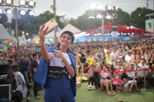 Du khách phấn khích với nhiều hoạt động thú vị của Café PHỐ trong Lễ hội Cà phê 2019 10.png