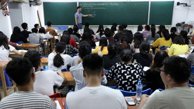 """Học sinh Hà Nội nháo nhào tìm """"lò"""" luyện Sử - 1..jpg"""