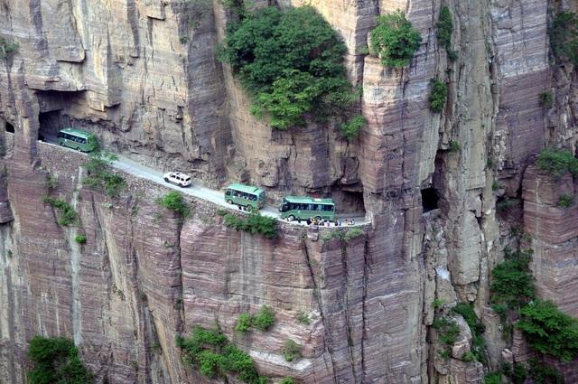 Trung Quốc: Đường hầm xuyên núi dài 1,2km được đào bằng tay suốt 5 năm - 1