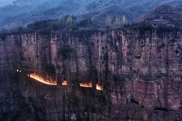 Trung Quốc: Đường hầm xuyên núi dài 1,2km được đào bằng tay suốt 5 năm - 3
