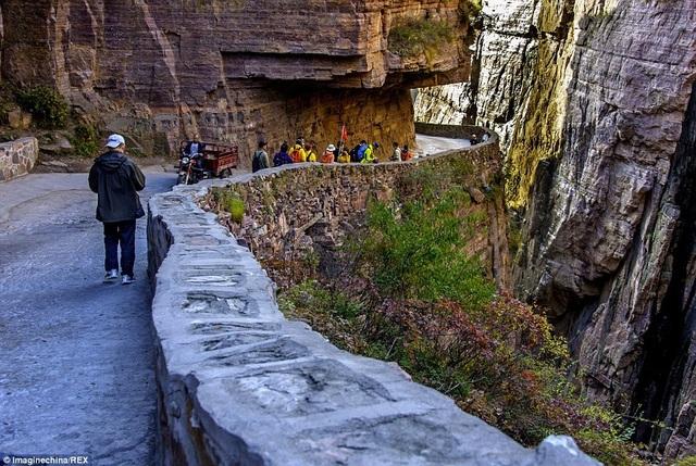 Trung Quốc: Đường hầm xuyên núi dài 1,2km được đào bằng tay suốt 5 năm - 4