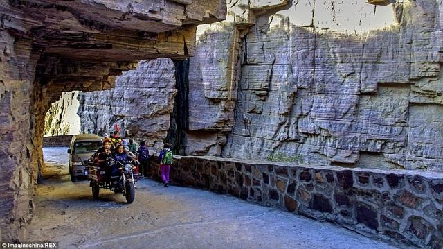 Trung Quốc: Đường hầm xuyên núi dài 1,2km được đào bằng tay suốt 5 năm - 5