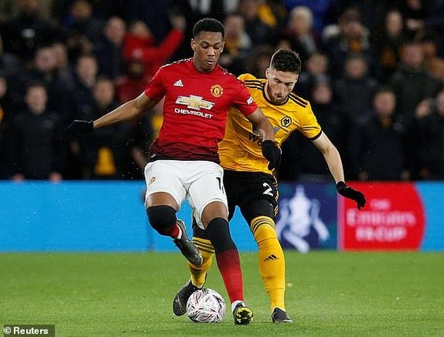 Wolves 2-1 Man Utd: Quỷ đỏ chia tay FA Cup - 2