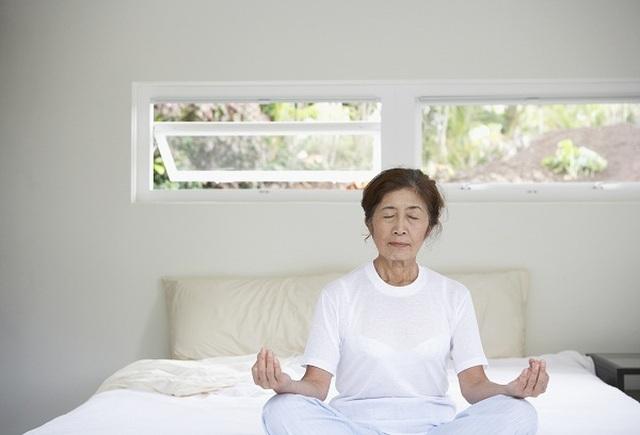Cảnh báo: 3 thói quen buổi sáng khiến người cao huyết áp dễ đột quỵ - 1