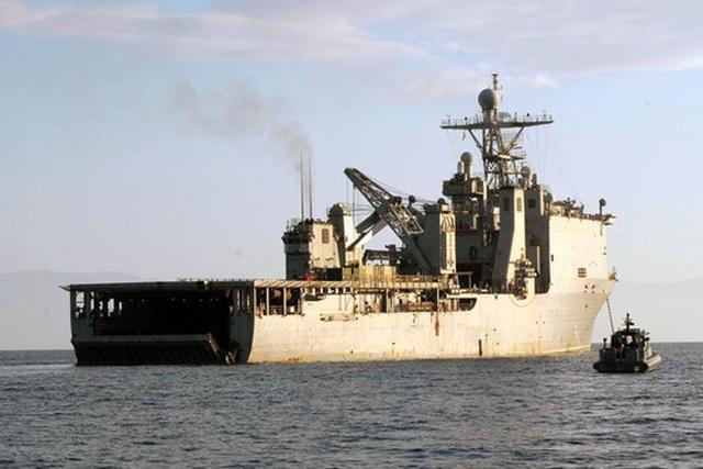 Chiến hạm Mỹ bị cách ly trên biển vì virus hiếm - 1
