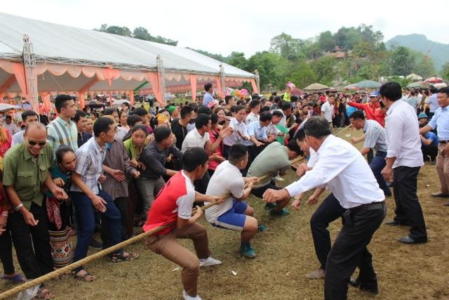 Hàng ngàn người dự Lễ hội ở ngôi đền thờ nàng Nang Phốm Hóm - 11