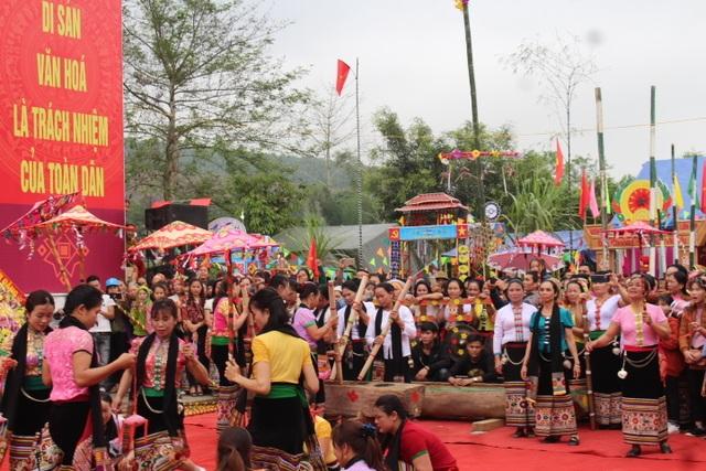Hàng ngàn người dự Lễ hội ở ngôi đền thờ nàng Nang Phốm Hóm - 10