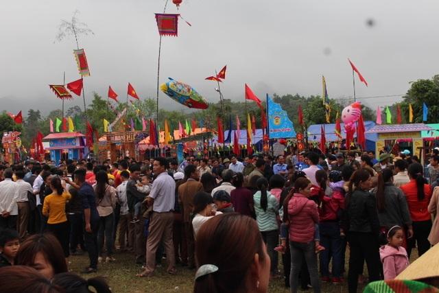 Hàng ngàn người dự Lễ hội ở ngôi đền thờ nàng Nang Phốm Hóm - 15
