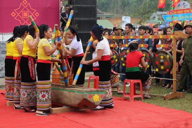 Hàng ngàn người dự Lễ hội ở ngôi đền thờ nàng Nang Phốm Hóm - 7