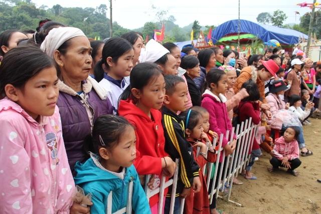 Hàng ngàn người dự Lễ hội ở ngôi đền thờ nàng Nang Phốm Hóm - 13