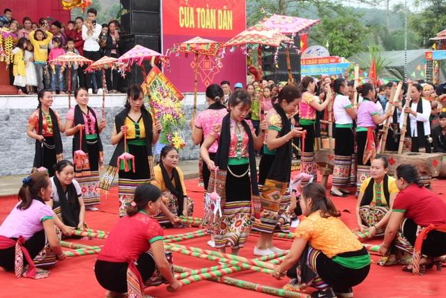 Hàng ngàn người dự Lễ hội ở ngôi đền thờ nàng Nang Phốm Hóm - 8