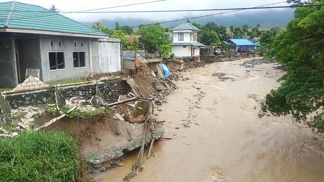 Lũ quét kinh hoàng tại Indonesia, ít nhất 63 người thiệt mạng - 2
