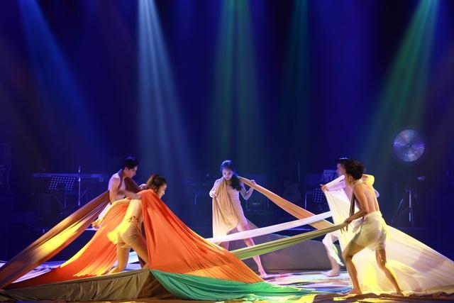 múa Bản ngã - Huy chương Vàng NSUT Thanh Nam bien dao.jpg