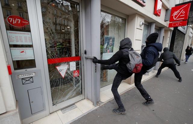 """Biểu tình """"Áo vàng"""" bùng phát tuần 18: Đốt phá, cướp bóc, bạo lực tại Paris - 10"""