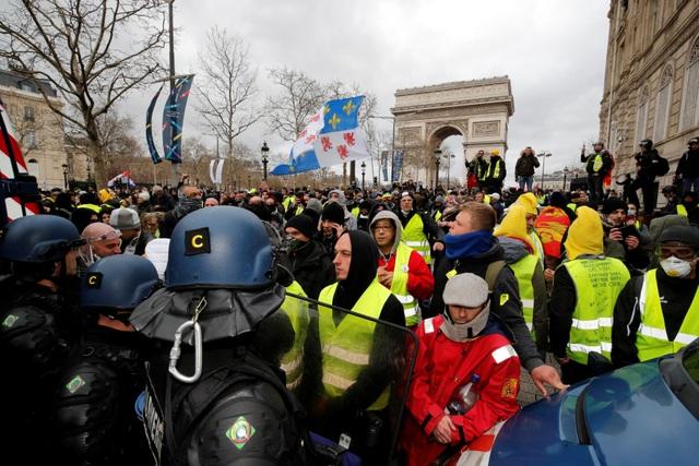 """Biểu tình """"Áo vàng"""" bùng phát tuần 18: Đốt phá, cướp bóc, bạo lực tại Paris - 1"""