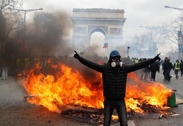 """Biểu tình """"Áo vàng"""" bùng phát tuần 18: Đốt phá, cướp bóc, bạo lực tại Paris - 3"""
