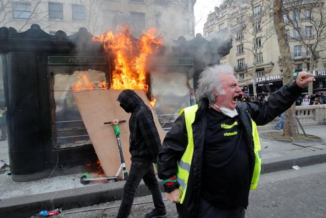 """Biểu tình """"Áo vàng"""" bùng phát tuần 18: Đốt phá, cướp bóc, bạo lực tại Paris - 5"""
