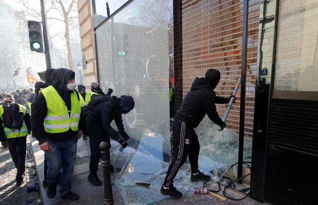 """Biểu tình """"Áo vàng"""" bùng phát tuần 18: Đốt phá, cướp bóc, bạo lực tại Paris - 4"""