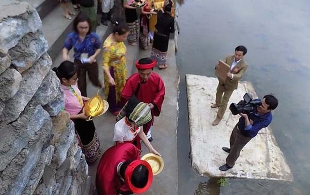 Hàng ngàn người dự Lễ hội ở ngôi đền thờ nàng Nang Phốm Hóm - 3