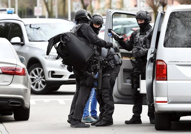 Nổ súng nghi khủng bố trên tàu điện Hà Lan, 3 người thiệt mạng - 3