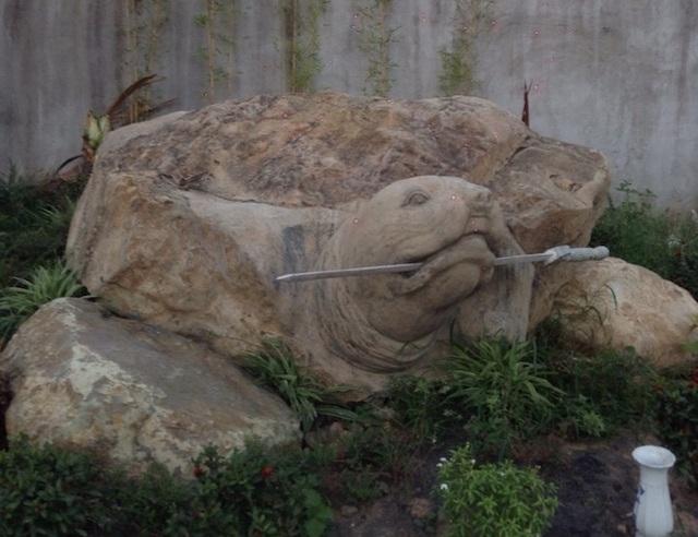"""Ảnh: Cận cảnh rùa đá """"Hồn thiêng đất Việt"""" nặng 20 tấn, 600 triệu không bán - 11"""