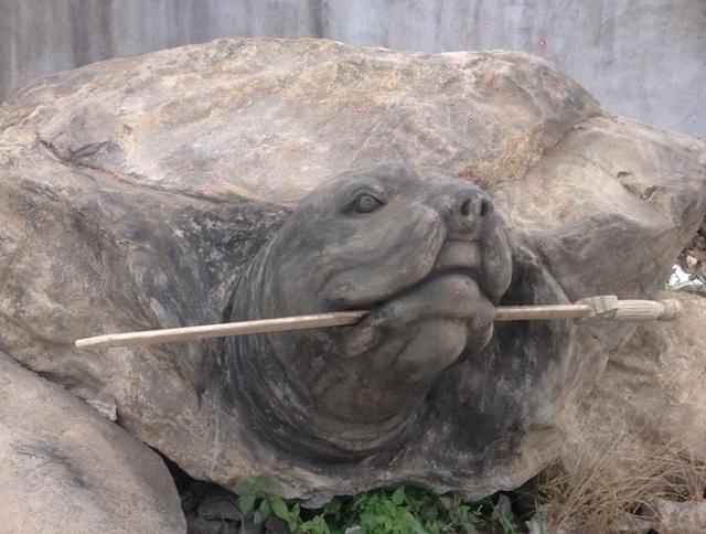 """Ảnh: Cận cảnh rùa đá """"Hồn thiêng đất Việt"""" nặng 20 tấn, 600 triệu không bán - 2"""