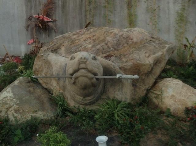 """Ảnh: Cận cảnh rùa đá """"Hồn thiêng đất Việt"""" nặng 20 tấn, 600 triệu không bán - 5"""