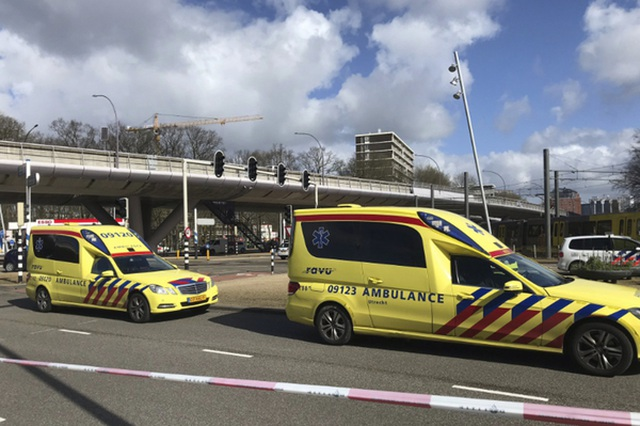 Nổ súng nghi khủng bố trên tàu điện Hà Lan, 3 người thiệt mạng - 8