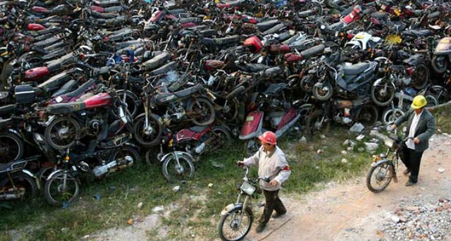 Cận cảnh nghĩa địa xe máy khổng lồ tại Trung Quốc - 1