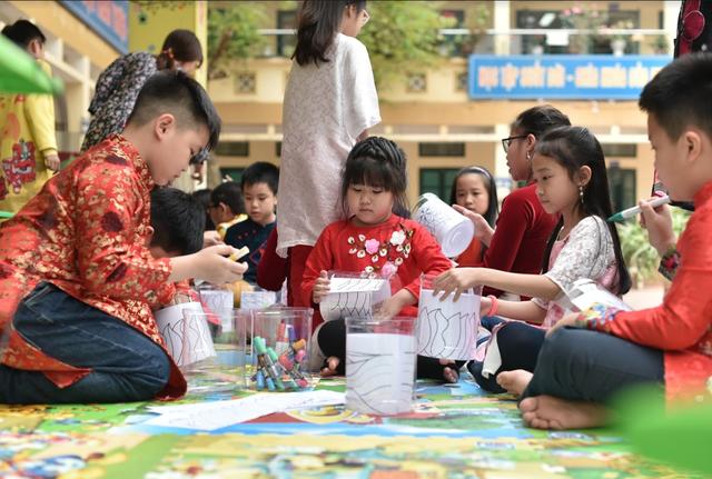 Người Hà Nội hào hứng cùng nghệ sĩ Singapore tạo Rainbow Connection - 4