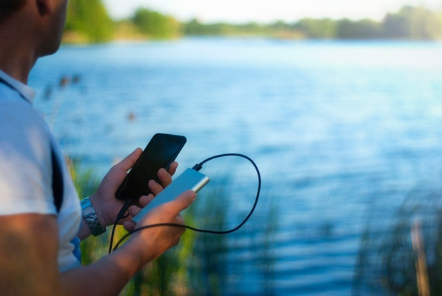 """""""Ác mộng"""" mang tên điện thoại hết pin của hội streamer, travel blogger - 2"""
