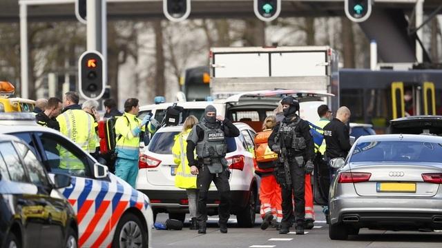 Nổ súng nghi khủng bố trên tàu điện Hà Lan, 3 người thiệt mạng - 1