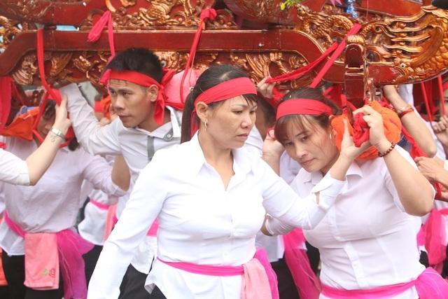 Hàng vạn người chen chân xem kiệu rước tượng thần ở Hà Nội - 7