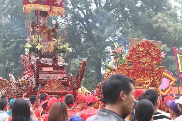 Hàng vạn người chen chân xem kiệu rước tượng thần ở Hà Nội - 13