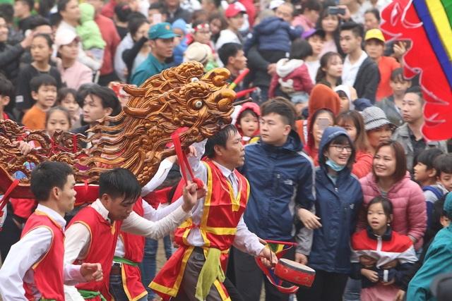 Hàng vạn người chen chân xem kiệu rước tượng thần ở Hà Nội - 9