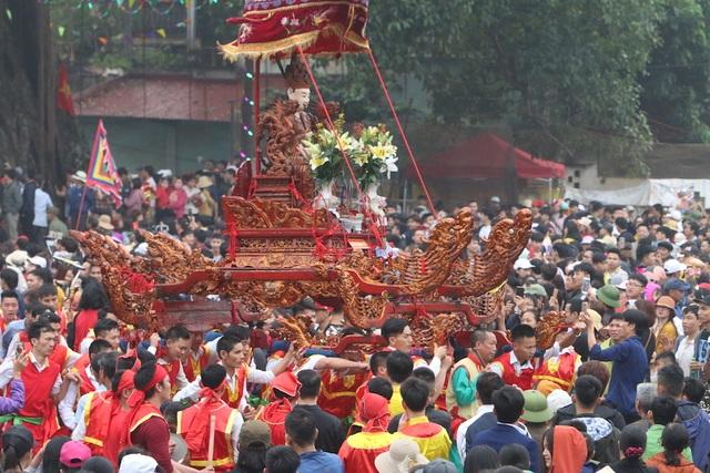 Hàng vạn người chen chân xem kiệu rước tượng thần ở Hà Nội - 4