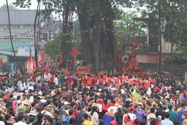 Hàng vạn người chen chân xem kiệu rước tượng thần ở Hà Nội - 8