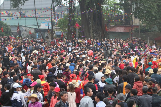 Hàng vạn người chen chân xem kiệu rước tượng thần ở Hà Nội - 14