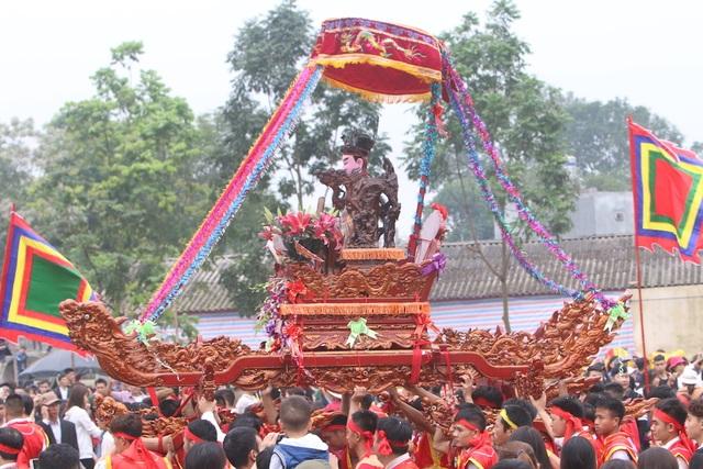 Hàng vạn người chen chân xem kiệu rước tượng thần ở Hà Nội - 6