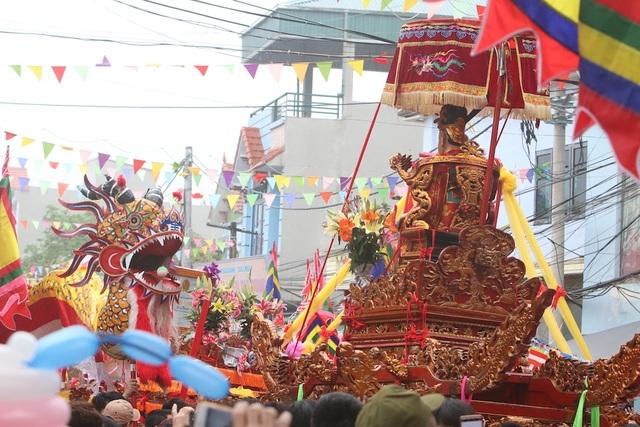 Hàng vạn người chen chân xem kiệu rước tượng thần ở Hà Nội - 5