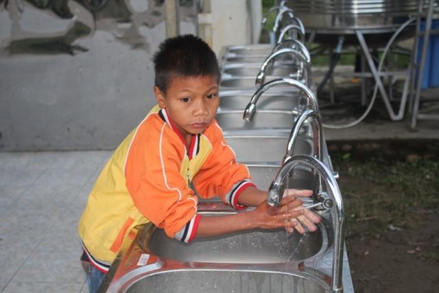 Chung tay xây dựng nhà vệ sinh trong trường học vùng cao - 4