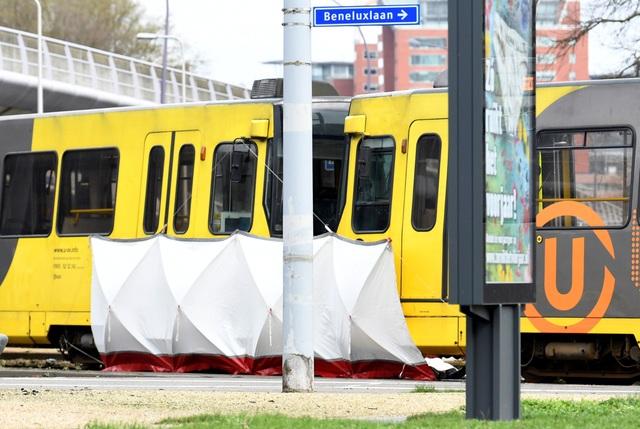 Nổ súng nghi khủng bố trên tàu điện Hà Lan, 3 người thiệt mạng - 6