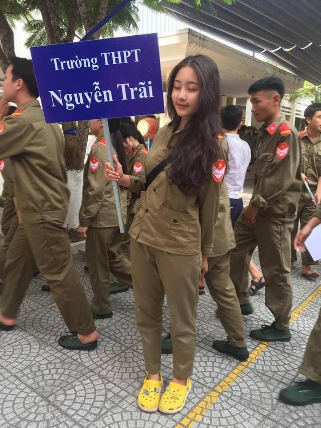 Nữ sinh Đà Nẵng bất ngờ nổi tiếng với bức ảnh tham gia hội thao - 1
