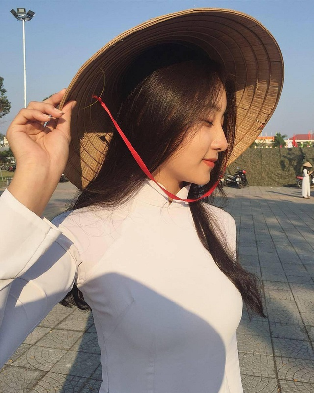Nữ sinh Đà Nẵng bất ngờ nổi tiếng với bức ảnh tham gia hội thao - 3