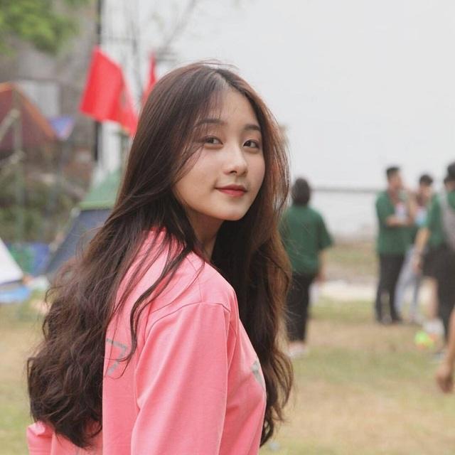 Nữ sinh Đà Nẵng bất ngờ nổi tiếng với bức ảnh tham gia hội thao - 5