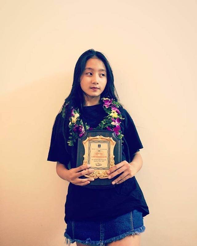 Nữ sinh Đà Nẵng bất ngờ nổi tiếng với bức ảnh tham gia hội thao - 9