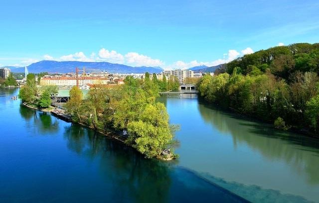 Nơi hai sông gặp nhau nhưng hai màu nước không chịu hòa lẫn - 2