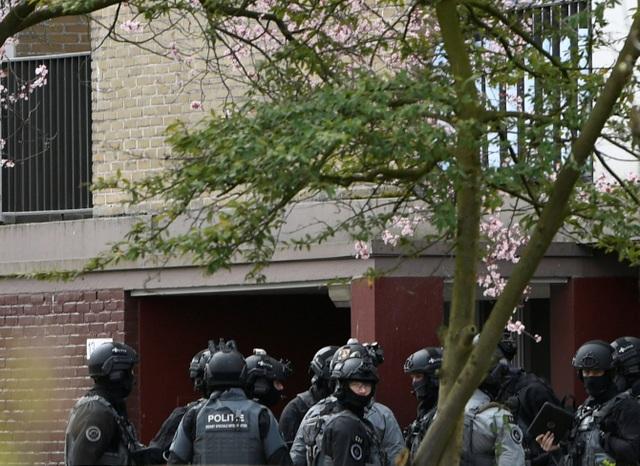 Nổ súng nghi khủng bố trên tàu điện Hà Lan, 3 người thiệt mạng - 5